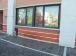 Negozio in vendita a Oderzo: la vetrina verso il parcheggio